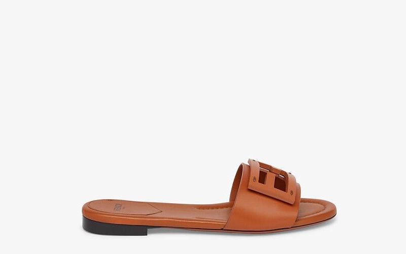 Fendi signature dames slippers lichtbruin